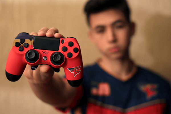 Faze-Attach-pro-gamer-esports-scuf-gaming